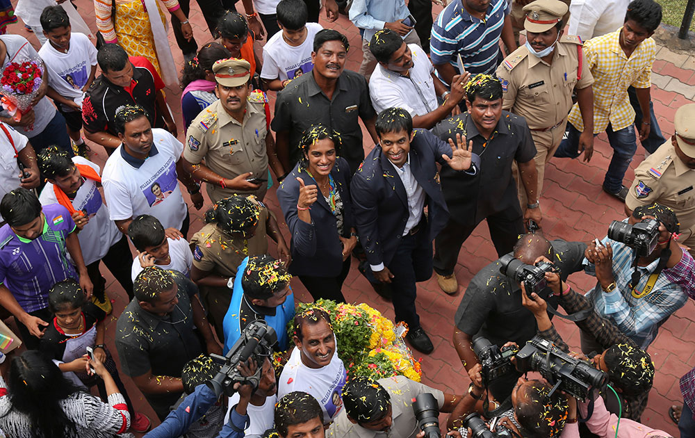 Sindhu Arrives In Hyderabad 02