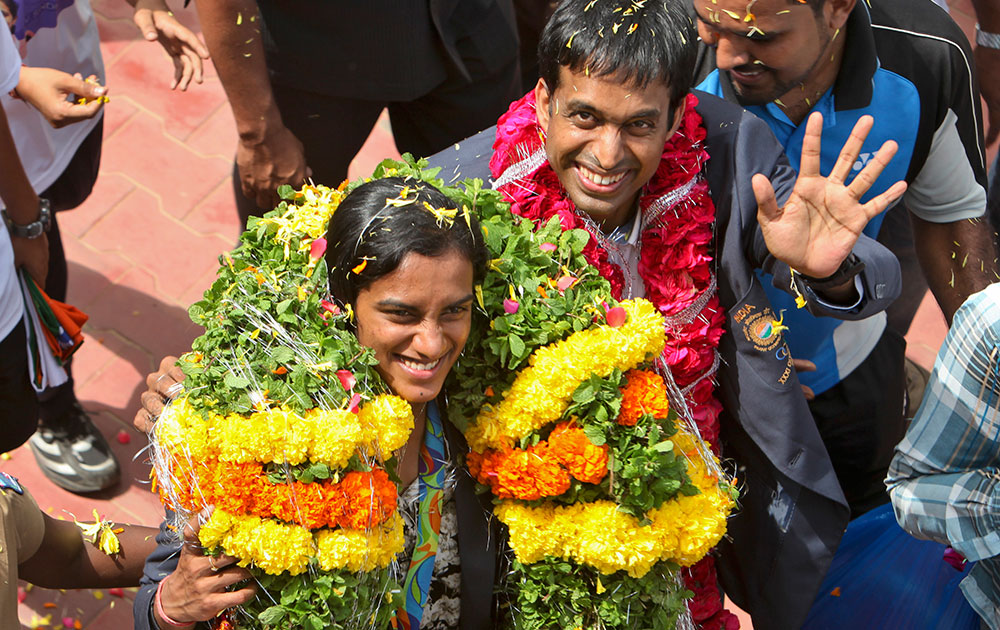 Sindhu Arrives In Hyderabad 04